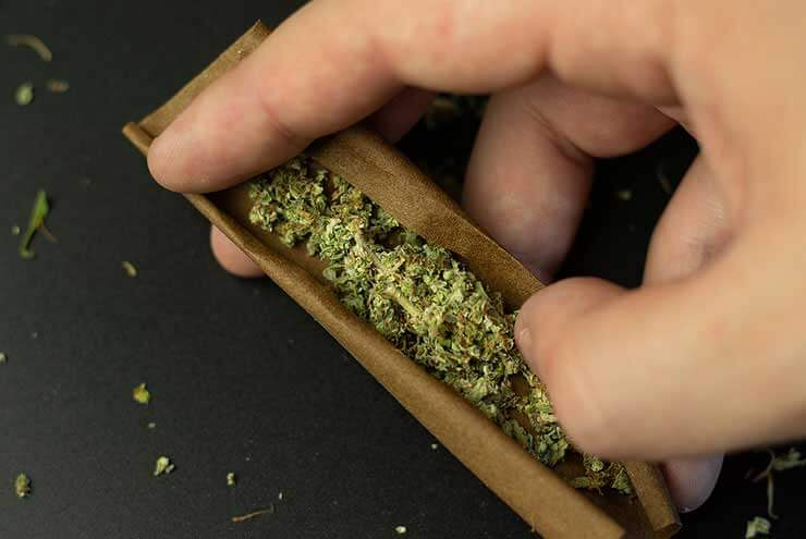 HOW TO ROLL THE PERFECT BLUNT 1